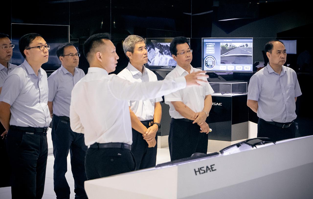中航工業副總經理吳獻東率隊莅臨航盛參觀指導